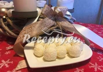 Jáhlové kuličky s kokosem a ořechy Vánoční cukroví