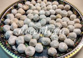 Ořechové koule v cukru