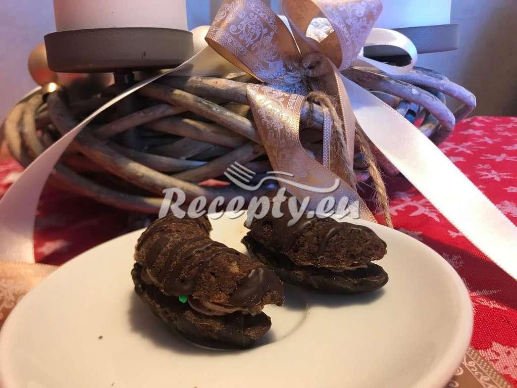 Jednoduché babiččiny rohlíčky s ořechy