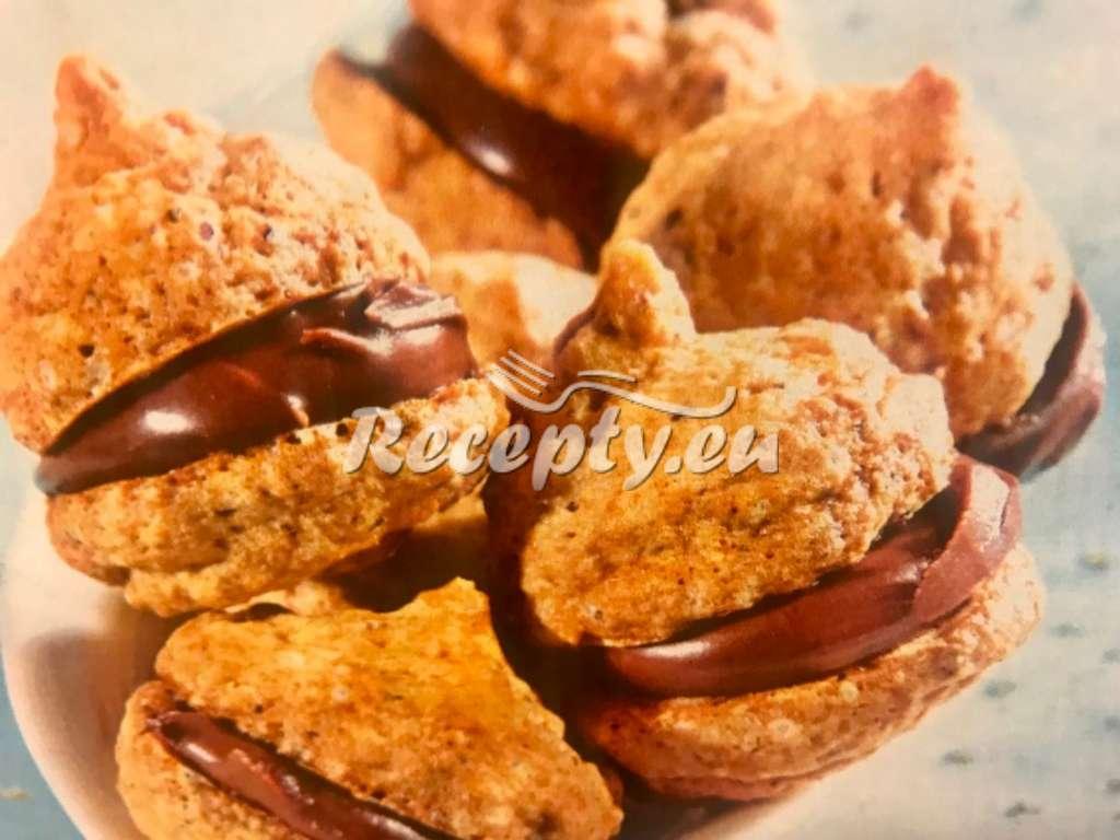 Oříškové pusinky a čokoládovou náplní