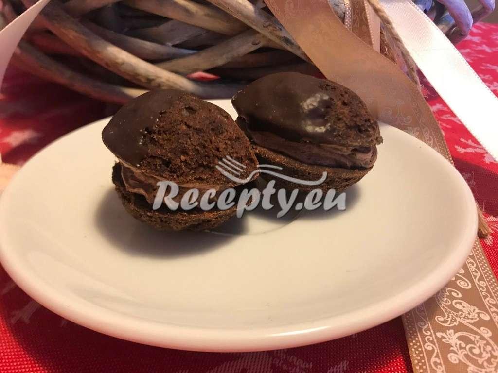Plněné ořechy s krémem z rumu