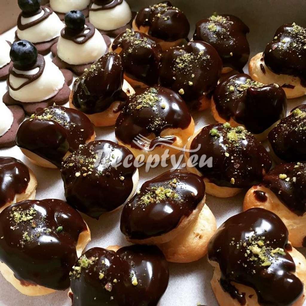Zasněžené ořechy s hořkou čokoládou